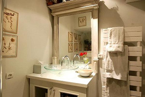 Bathroom at Villa YNF BRO (L'Appart des Brocanteurs) at France, Paris, Family-Friendly Villa, 2 Bedrooms, 1 Bathrooms, WiFi, WIMCO Villas